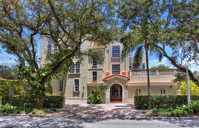 Coral Gables Condo/Townhouse For Sale: 111 Edgewater Dr #1A