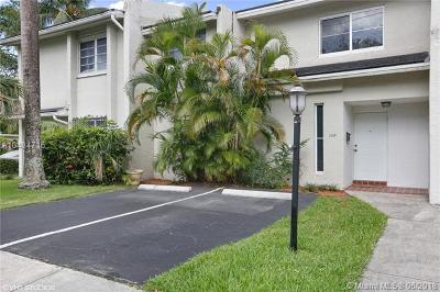 South Miami Condo/Townhouse For Sale: 7720 SW 62nd Ave #3B