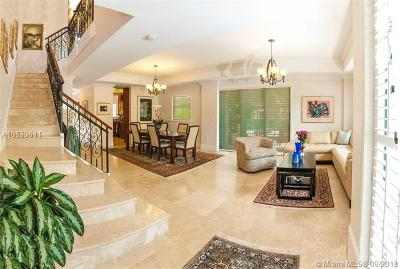 Coral Gables Condo/Townhouse For Sale: 50 Alhambra Cir #112