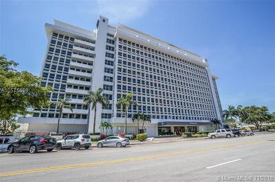 Coral Gables Condo/Townhouse For Sale: 700 Biltmore Way #318