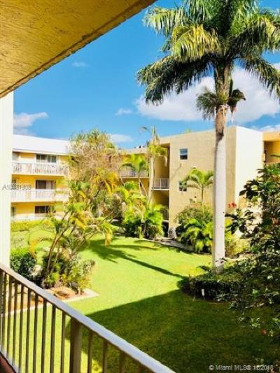 Coral Gables Condo/Townhouse For Sale: 100 Edgewater Dr #241