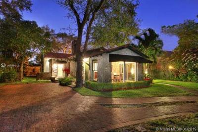 South Miami Single Family Home For Sale: 6811 Sunset Dr