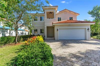 South Miami Single Family Home For Sale: 6701 Poinciana Ct