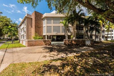 Coral Gables Condo/Townhouse For Sale: 6580 Santona St #A42