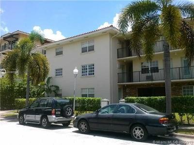 Coral Gables Condo/Townhouse For Sale: 318 Majorca Av #205