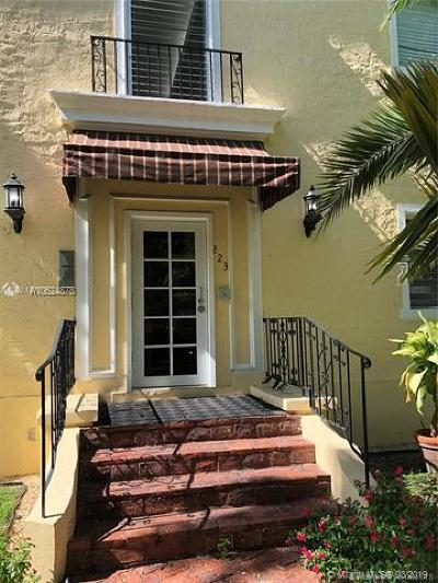 Coral Gables Condo/Townhouse For Sale: 223 Calabria Ave #11