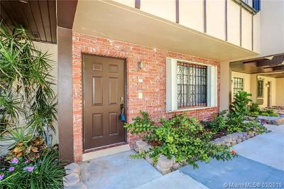 South Miami Condo/Townhouse For Sale: 5555 Ludlam Rd #25