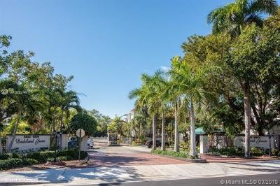 Pinecrest Condo/Townhouse For Sale: 6904 N Kendall Dr #F301