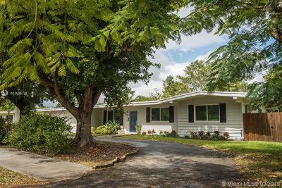 Pinecrest FL Single Family Home For Sale: $590,000