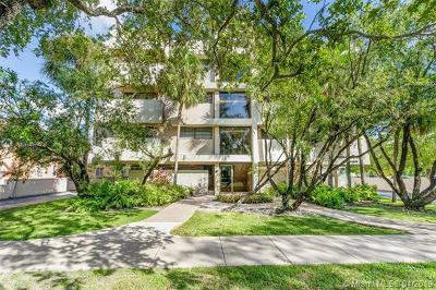 Coral Gables Condo/Townhouse For Sale: 525 Coral Way #404