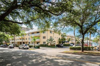 Coral Gables Condo/Townhouse For Sale: 100 Edgewater Dr #302