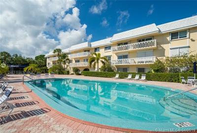 Coral Gables Condo/Townhouse For Sale: 100 Edgewater Dr #138