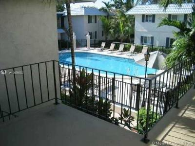 Pinecrest FL Condo/Townhouse For Sale: $170,000