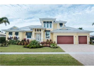 Marco Island Single Family Home For Sale: 1732 Wavecrest Ct