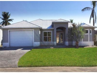 Cape Coral Single Family Home For Sale: 2210 Coral Point Dr