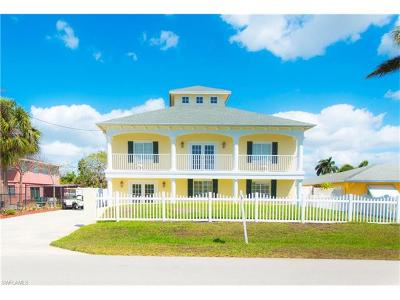Isles Of Capri Single Family Home For Sale: 107 Trinidad St