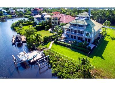 Bonita Springs Single Family Home For Sale: 211 Bayfront Dr
