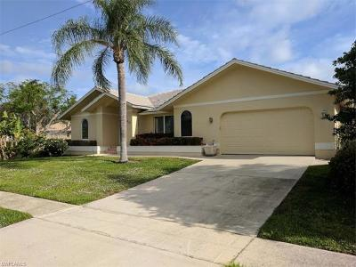 Marco Island Single Family Home For Sale: 910 Beaver Ct