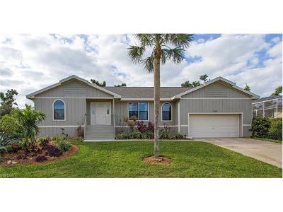 Marco Island Single Family Home For Sale: 860 Kendall Dr