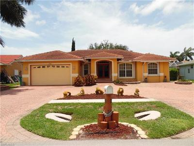 Marco Island Single Family Home For Sale: 132 Cyrus St