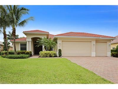 Naples Single Family Home For Sale: 365 Cypress Way W