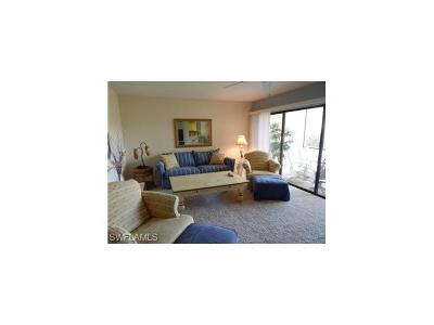 Naples Condo/Townhouse For Sale: 595 Beachwalk Cir #M-102