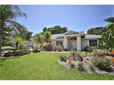 Naples Single Family Home For Sale: 9937 Boca Cir
