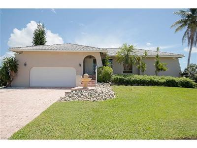 Marco Island Single Family Home For Sale: 739 Orchid Ct
