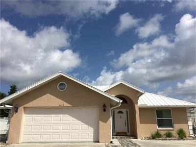 Naples Single Family Home For Sale: 1743 Boxwood Ln
