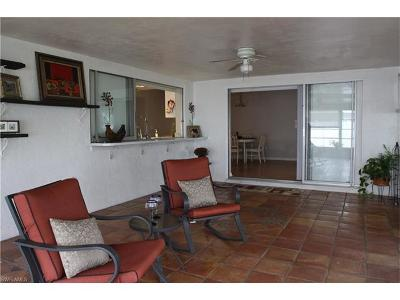 Cape Coral Single Family Home For Sale: 3806 Country Club Blvd