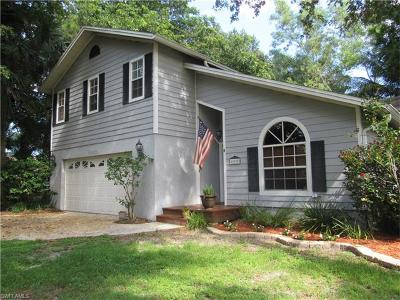Naples Single Family Home For Sale: 405 Candlewood Ln