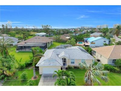 Marco Island Single Family Home For Sale: 670 Hernando Dr