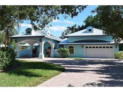 Park Shore Single Family Home For Sale: 700 Old Trail Dr