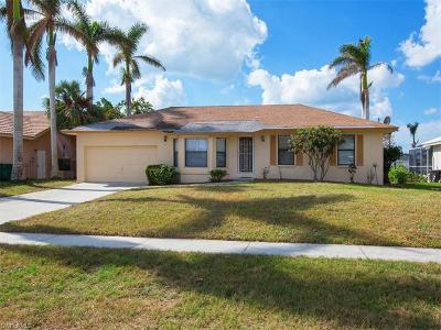 Marco Island Single Family Home For Sale: 468 Persian Ct