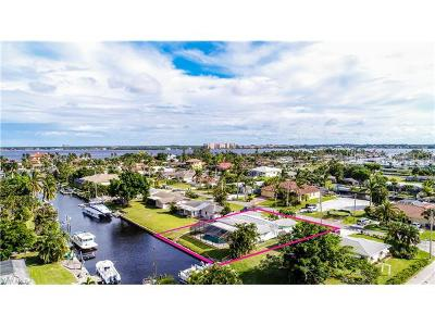 Cape Coral Single Family Home For Sale: 1105 Lincoln Ct