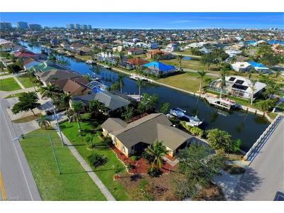 Marco Island Single Family Home For Sale: 10 S Seas Ct