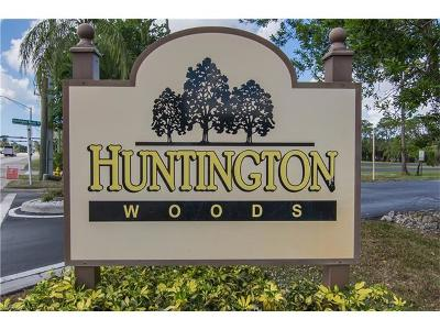 Naples Condo/Townhouse For Sale: 6080 Huntington Woods Dr #21