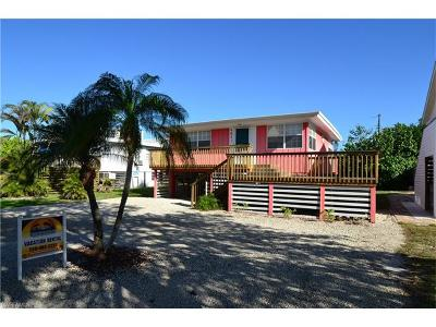 Fort Myers Beach Single Family Home For Sale: 4841 Estero Blvd