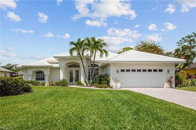 Naples Single Family Home For Sale: 2029 Castle Garden Ln