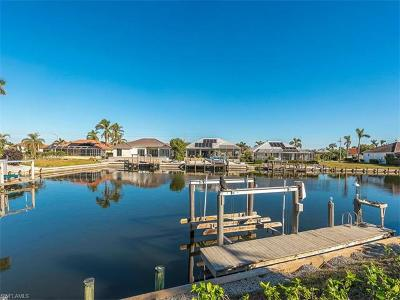 Marco Island Single Family Home For Sale: 1590 Rainbow Ct