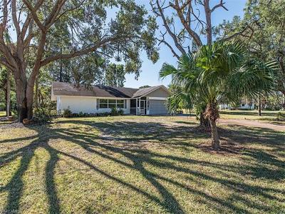 Naples Single Family Home For Sale: 112 Hickory Rd