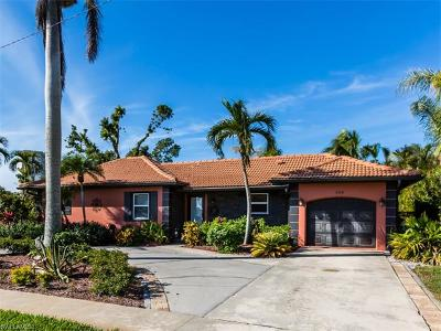 Marco Island Single Family Home For Sale: 146 Greenbrier St