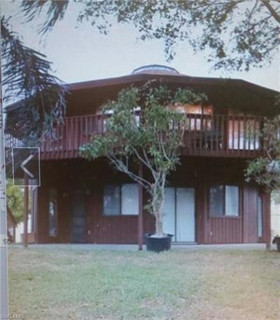 Naples  Single Family Home For Sale: 2233 Washington Ave