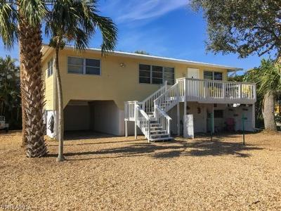 Fort Myers Beach Single Family Home For Sale: 116 Bay Mar Dr