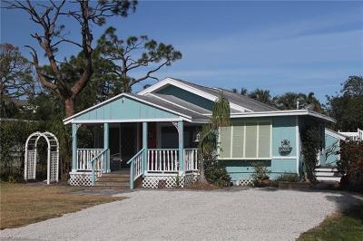 Naples Single Family Home For Sale: 1017 Ridge St