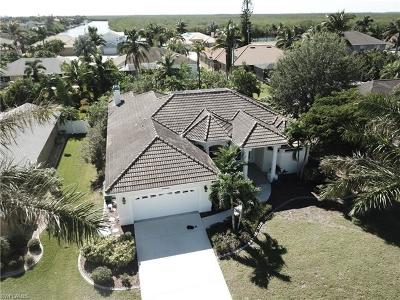 Cape Coral Single Family Home For Sale: 2842 SW 50th Ter