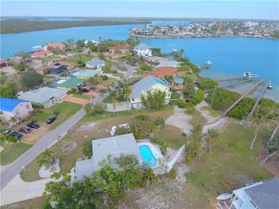 Isles Of Capri Single Family Home For Sale: 94 Dolphin Cir