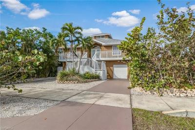 Marco Island Single Family Home For Sale: 162 Greenview St