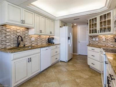 Marco Island Condo/Townhouse For Sale: 933 Collier Ct #C401