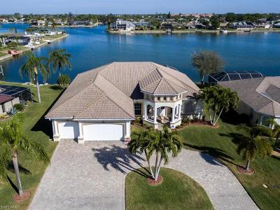 Cape Coral Single Family Home For Sale: 1015 SE 3rd St